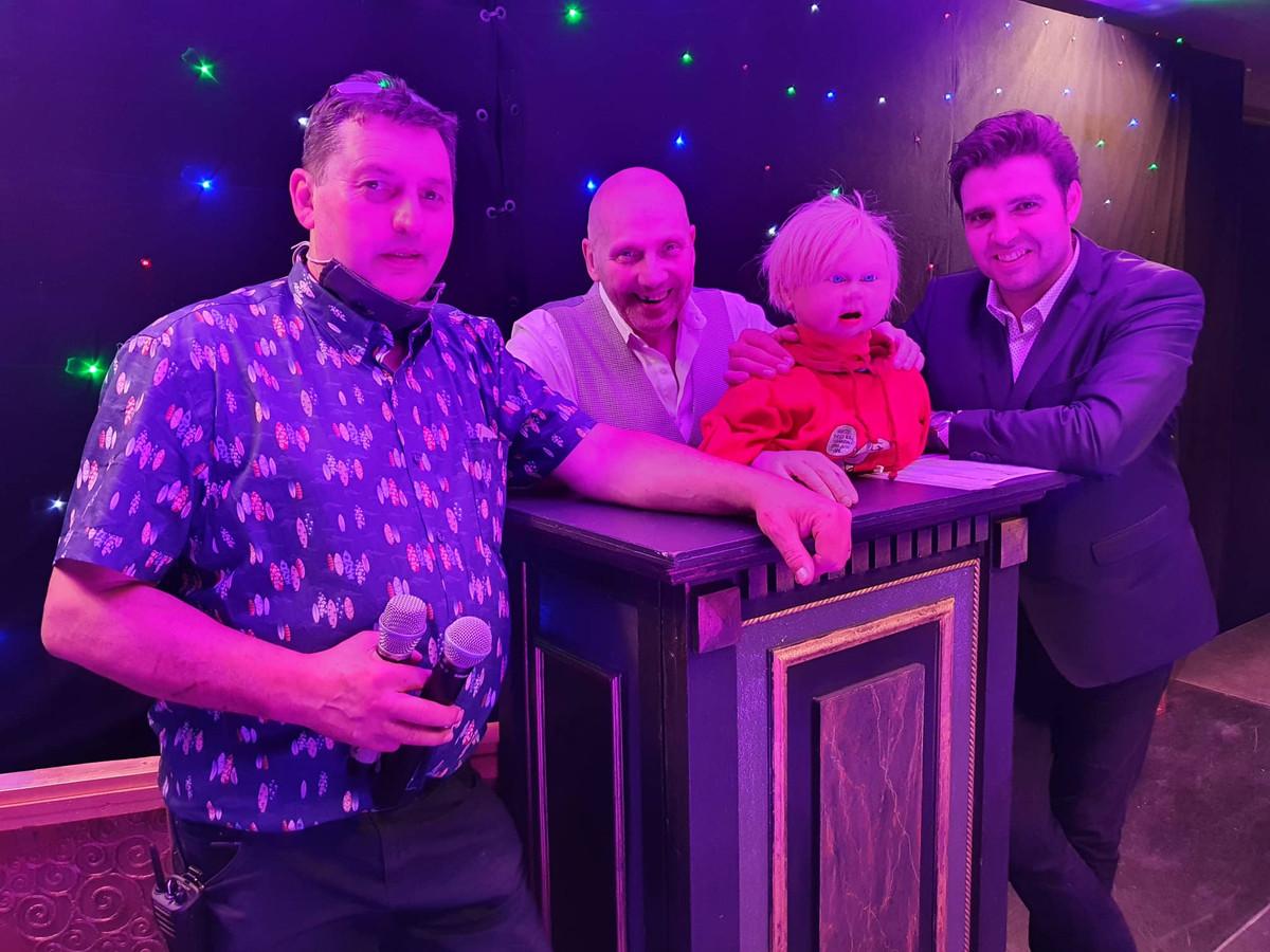 Peter Van Praag, Popkoning Jean-Pierre Maeren, Nicootje, en Jan Wuytens na de première van zaterdagavond.