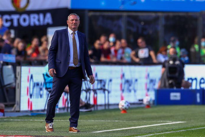 Ron Jans zondag in De Kuip. Na afloop kreeg Feyenoord veel kritiek over zich heen, omdat supporters zich niet aan de maatregelen hadden gehouden.