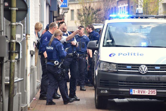 De politie snelde massaal ter plaatse.