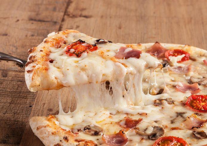 Het geld werd onder meer gestoken in een pizzaoven.