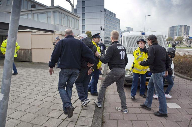Tegenstanders van de pro-Wilders demonstratie worden gearresteerd. Foto © Amaury Miller Beeld