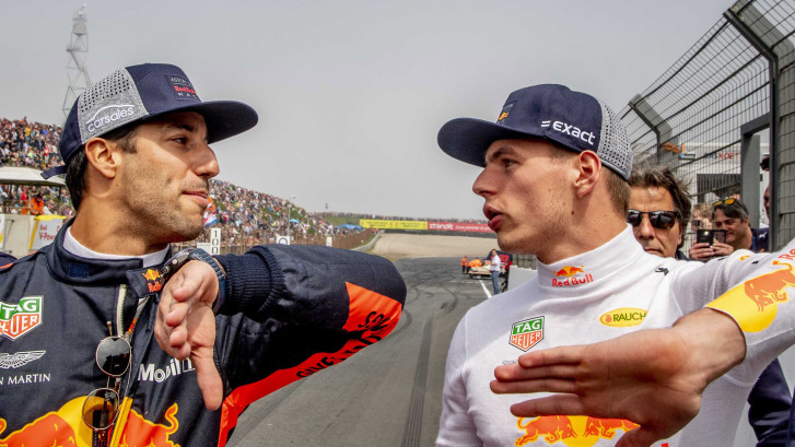 Verstappen en Ricciardo interviewen elkaar in Monaco