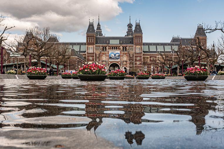 Tulpen voor het Rijksmuseum in Amsterdam tijdens het Tulpenfestival 2021.  Beeld Joris van Gennip