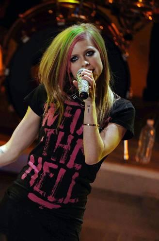 """Avril Lavigne werkt aan comeback na gevecht tegen slepende ziekte: """"Ik heb jaren in mijn bed doorgebracht"""""""