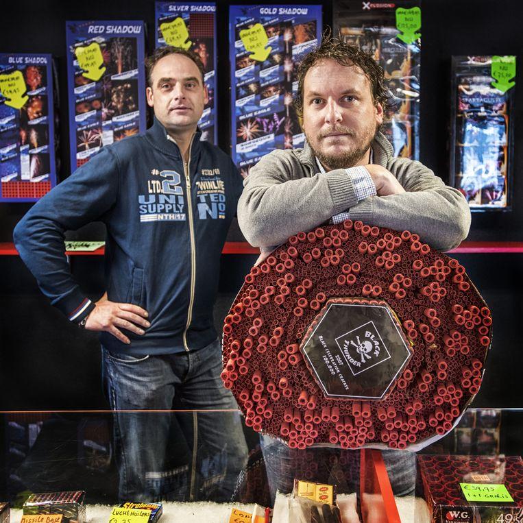 Wieger van der Veen en Chris Schurer. Gedrieën zijn zij eigenaar van Dutch Dragon Fireworks in Joure. Beeld Raymond Rutting / de Volkskrant