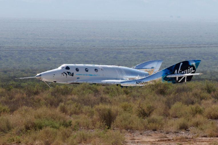 Ruimtevliegtuig VSS Unity, met aan boord Richard Branson, landt in New Mexico na de eerste ruimtevlucht. Beeld REUTERS