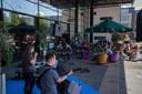Om te vieren dat de terrassen weer open mogen, organiseerde winkeliersvereniging Suydersee samen met De Meerpaal in Dronten afgelopen zaterdag activiteiten op het Meerpaalplein. Zo waren er optredens en sport- en spelactiviteiten voor kinderen tot 12 jaar.