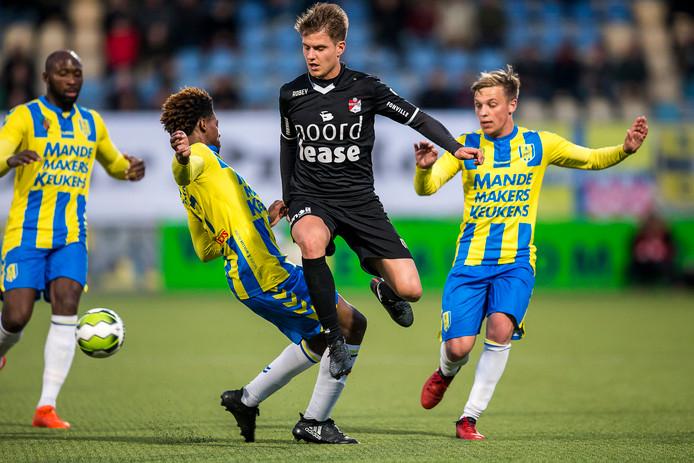 In de eerste ronde van de nacompetitie won FC Emmen met 1-5 bij RKC Waalwijk. Huisman scoorde één keer.