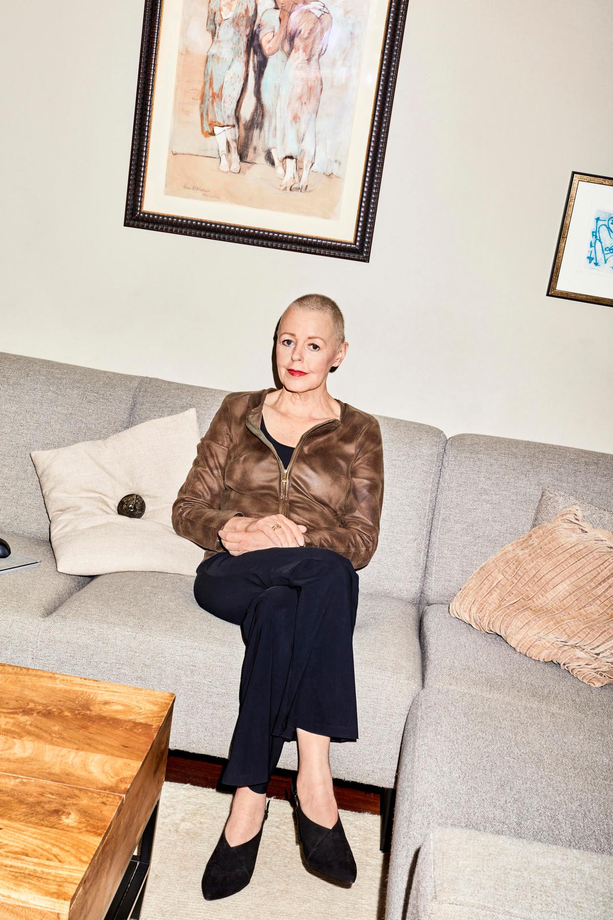 Ellen Laan bij haar thuis in Diemen. Beeld Foto: Valentina Vos. Visagie: Djolien de Kreij