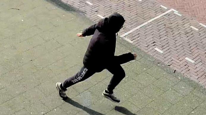De man sprintte na zijn daad weg