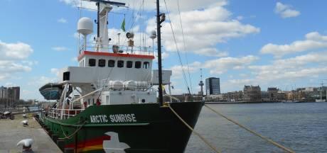 Greenpeace wijst Rotterdam op probleem van plastic afval