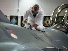 Dertien toestellen op Vliegbasis Woensdrecht  langer op de grond vanwege Chroom-6