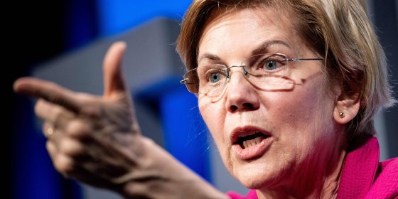Democratische senator en presidentskandidaat Warren wil afzetting Trump