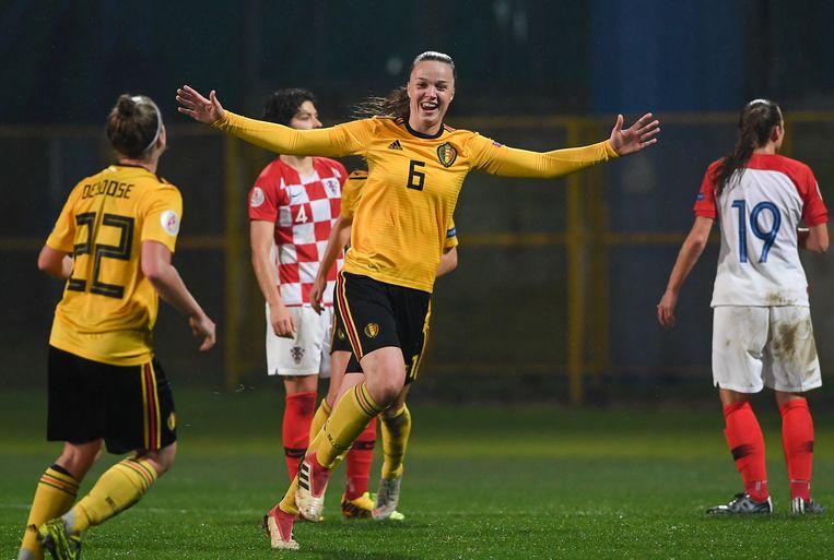Tine De Caigny viert haar doelpunt. Beeld BELGA