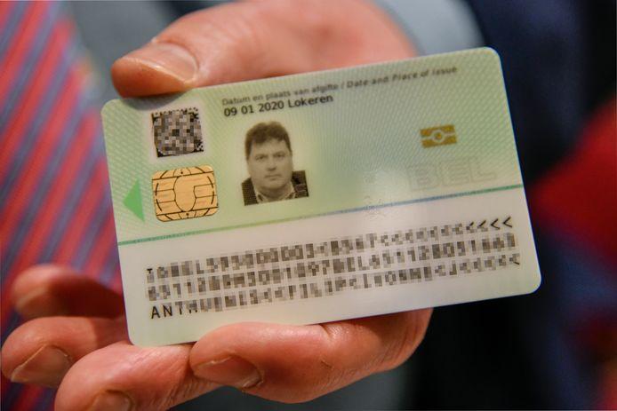 De achterkant van de nieuwe identiteitskaart.