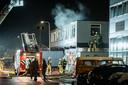 De brandweer moest met meerdere eenheden de brand blussen die bij de explosie ontstond.