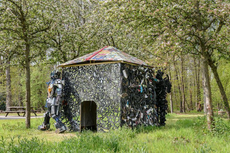 'La maison du chef/Ndaku ya mokonzi',KinAct Collective. Beeld Léonard Pongo