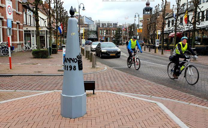 grenspaal in het centrum van baarle