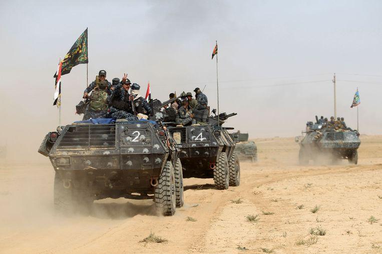Iraakse strijdkrachten in al-Shurah, 45 kilometer ten zuiden van Mosoel. Ongeveer 30.000 manschappen rukken op naar de stad. Beeld AFP