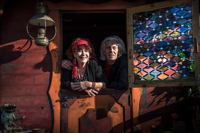 Elly en Rikkert bestieren al 50 jaar samen de bühne. Ze zijn vooral bekend van christelijke kinderliedjes maar hebben ook een repertoire voor volwassenen.