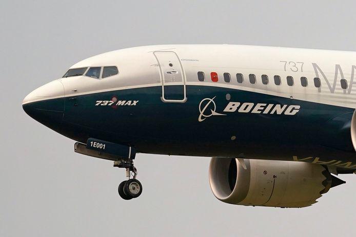 Een Boeing 737 MAX jet tijens een testvlucht in Seattle.