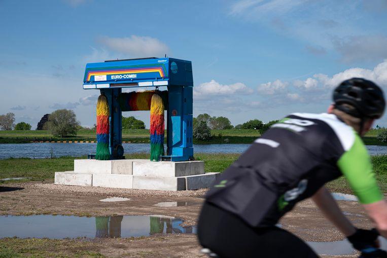 De installatie 'Hell are the others' van Alexander Laner, te zien in Wijhe op de IJsselbiënnale. Beeld Gerlinde Schrijver