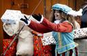 De cadeaus die Sinterklaas dit jaar meebrengt zijn groter en duurder.