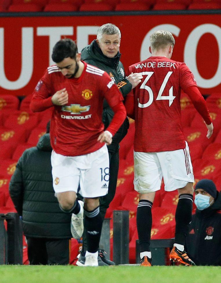 Donny van de Beek, een van de beste vrienden van Nouri bij Ajax, speelt bij Manchester United met het rugnummer 34.  Beeld Reuters