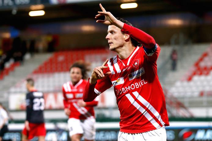 Jarenlang was Marcel van der Sloot aanvoerder en blikvanger van TOP Oss. Tegenwoordig is hij assistent van hoofdtrainer Klaas Wels.