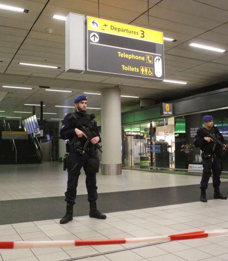 Zes mannen aangehouden op Schiphol na overlast in vliegtuig