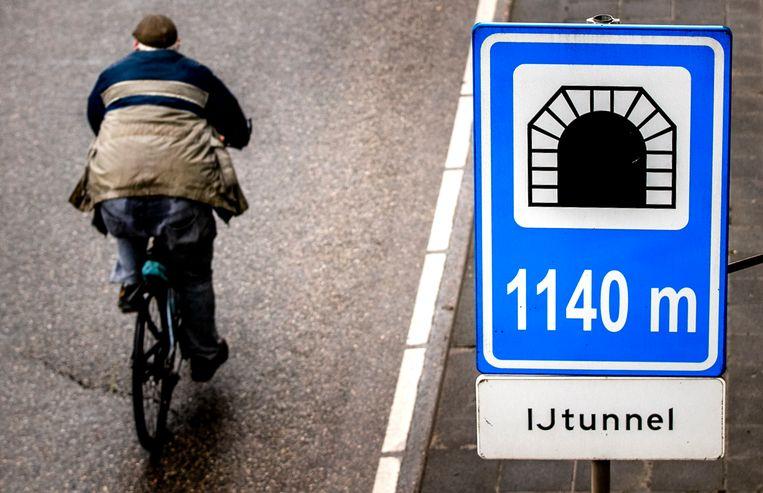 De IJtunnel werd vorig jaar tijdens een ov-staking opengesteld voor fietsers.  Beeld ANP