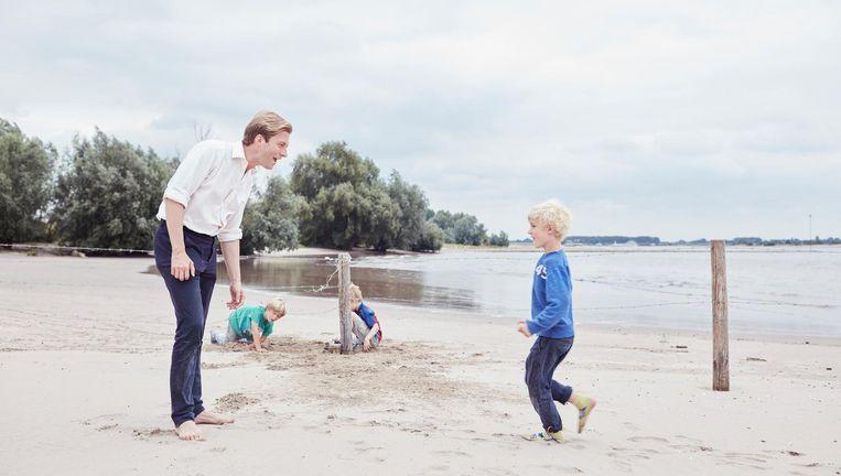 Met de kids op het strand Beeld Erik Smits