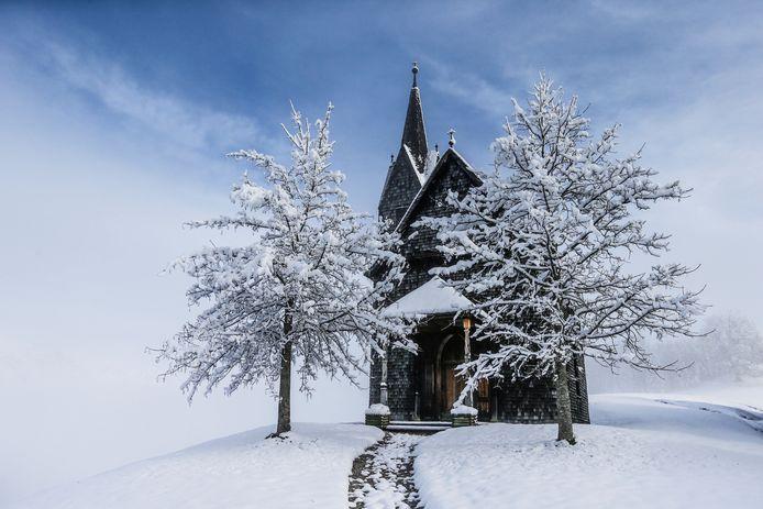 Een Oostenrijks kerkje in een winterlandschap. Foto Dominic Ebenbichler