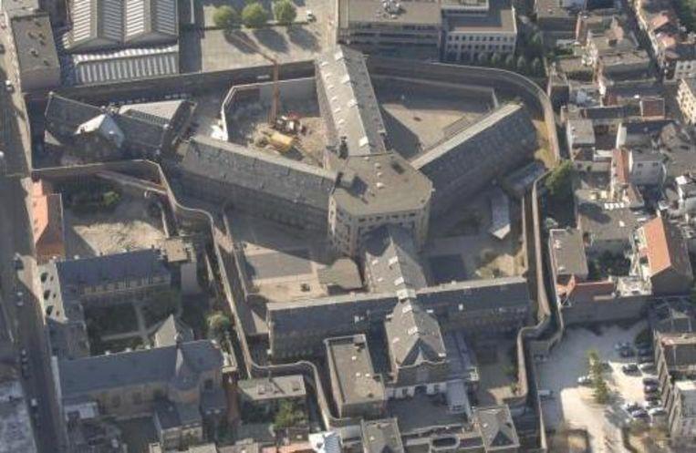 Een luchtfoto van de gevangenis in de Begijnenstraat in Antwerpen. Beeld rv
