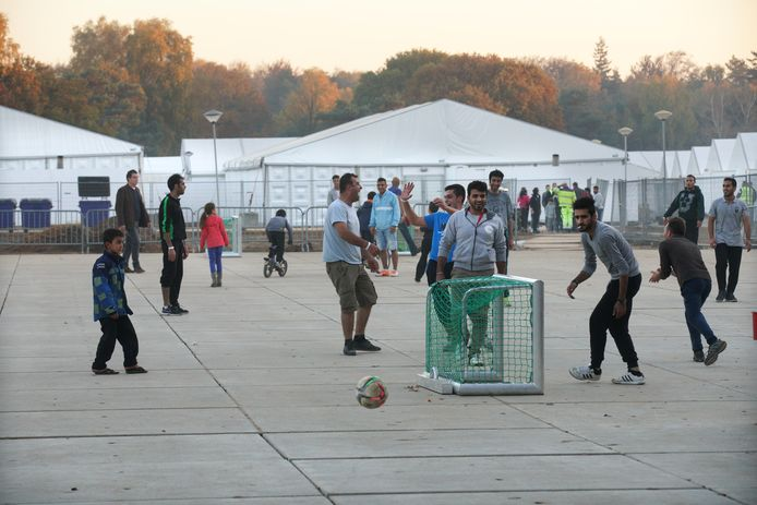 Noodopvang op Heumensoord in 2015, destijds voor Syrische en Eritrese vluchtelingen. Nu wordt het kamp opgebouwd voor de opvang van Afghaanse vluchtelingen.