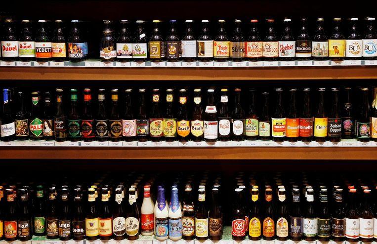 Flesjes met Belgisch bier in een winkel in Brussel.