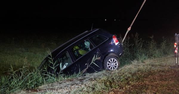 Meisje redt zichzelf en vader na ongeval op A59 bij Waalwijk.