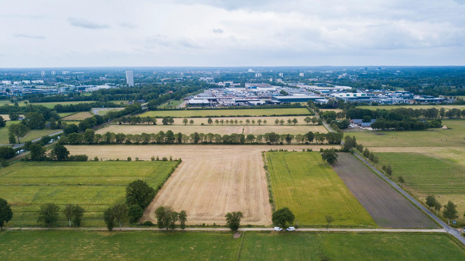 Een zonnepark op 'koninklijke grond', aan de rand van de stad.