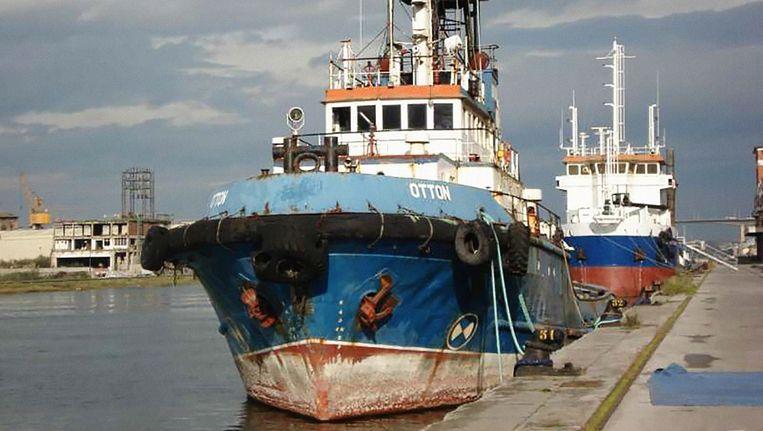 De wrakke zeesleper Otton, waarin de 35 balen met elk dertig kilo cocaïne verstopt zaten. Beeld politie