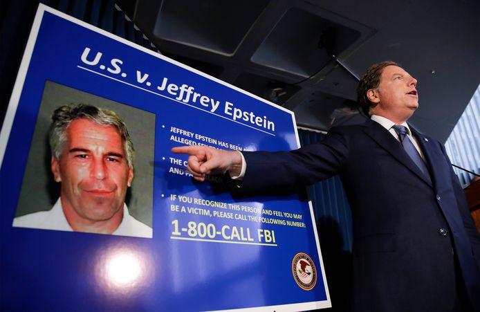 De zaak rondom de omstreden, en door zelfdoding overleden, Jeffrey Epstein houdt de gemoederen nog steeds bezig. Nu blijkt er cruciaal videomateriaal onvindbaar te zijn, waarop de eerste zelfmoordpoging van Epstein in de gevangenis te zien zou zijn geweest.