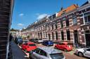 De Wiltstraat in het Sonsbeekkwartier in Arnhem. Bewoners van deze gewilde wijk aan de rand van het stadscentrum én het Sonsbeekpark, hebben onlangs een brief in de bus gekregen van Roy en zijn partner: of ze hun huis willen verkopen.