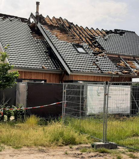 Vuur vernietigt huis in Gassel, brandweer kon brandkraan niet vinden