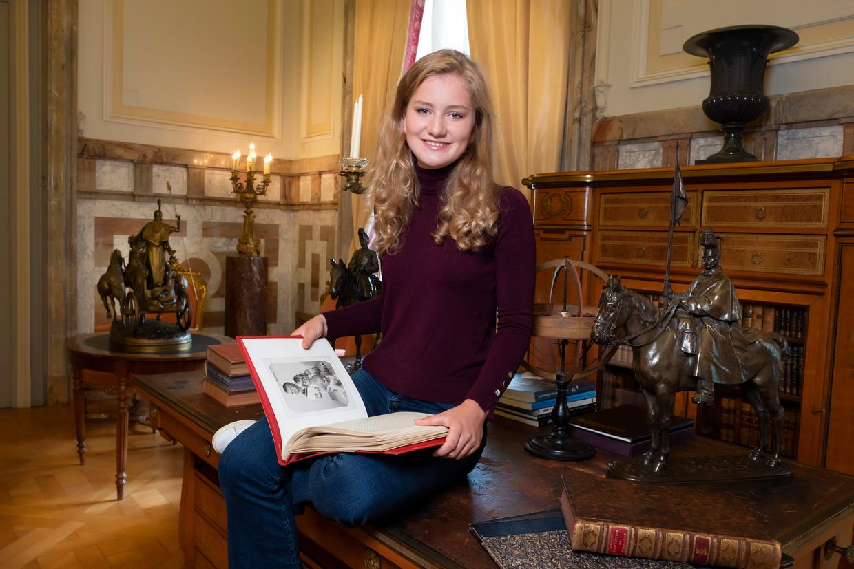 Nu Elisabeth achttien is, kan ze ook de troon bestijgen.