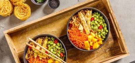 Wat Eten We Vandaag: Bami bowl met mango en sojabonen