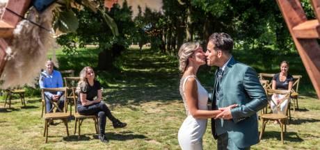 Bonusbruiloft als test: trouwerij met coronaregels nagebootst in Deurne