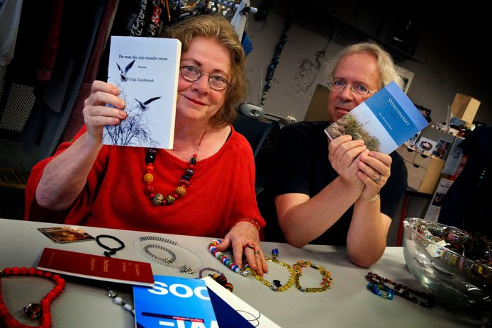 Cilja Zuyderwyk en haar man Jan Zwaaneveld brengen beiden een eigen boek uit. Cilja een roman, Jan een bundel met korte verhalen.
