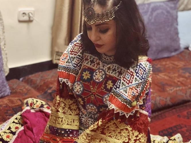 Afghaanse vrouwen wereldwijd kleden zich in kleurrijke jurken uit protest tegen de taliban