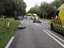 Motorrijder klapt op auto in Mill en raakt gewond