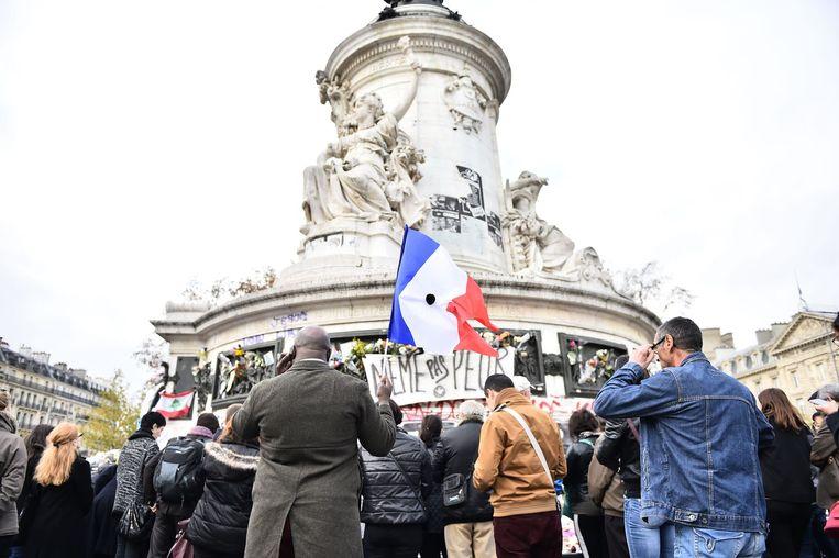 Ook op het Place de la Republique is het even na 12 uur stil. Beeld afp