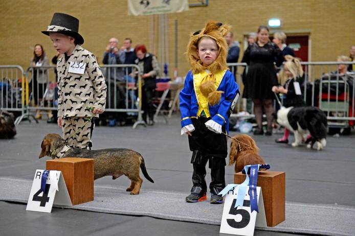 De kind-hondshow is een populair onderdeel van de rashondenshow van kynologencklub REO.